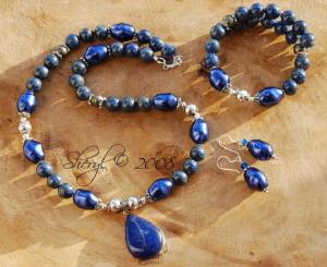 Sieraden met pyriet en blauwe edelsteen